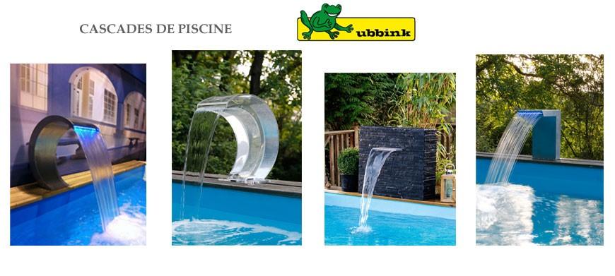 Cascade design avec écoulement long en acrylique et éclairage à LED pour le montage sur une piscine. Équerres de montage comprises pour une installation facile de la cascade.